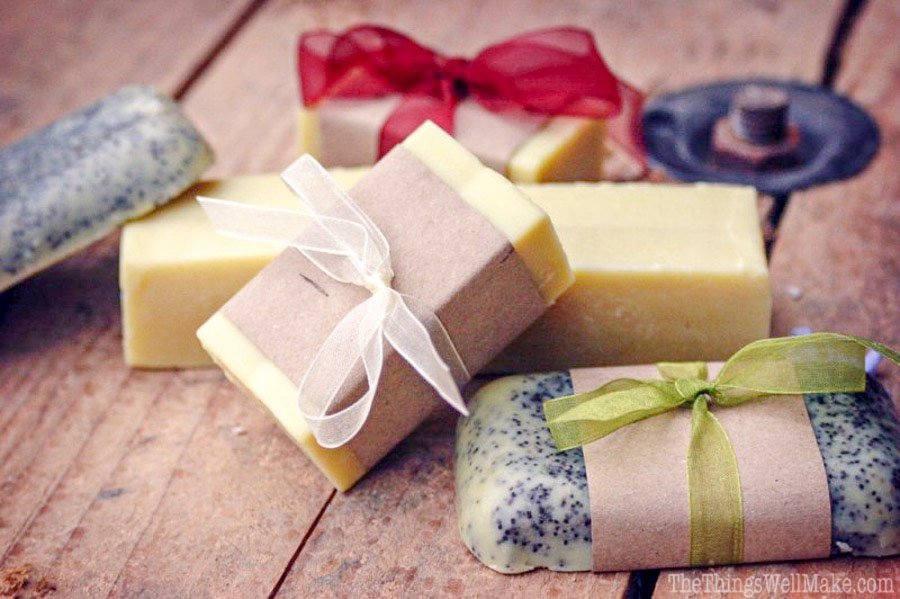 This soap is easy to make and lots of fun to decorate! Perfect for Christmas gifts, mother's day gifts, teacher gifts, and any other gift giving occasion ;)