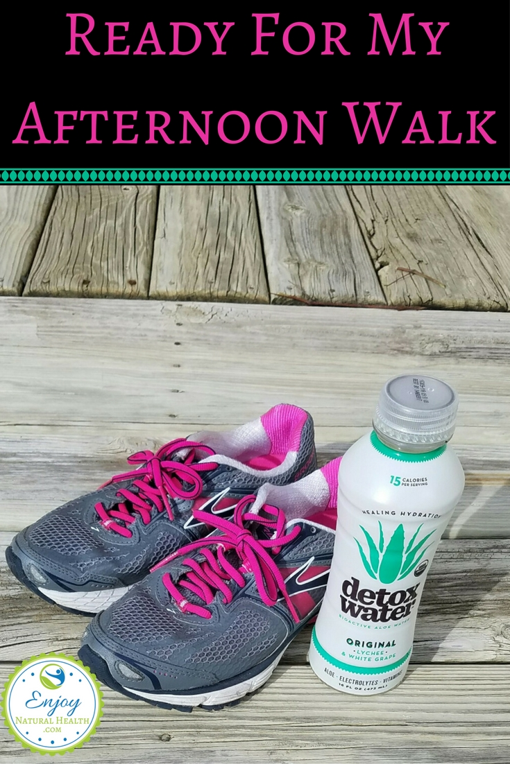 I'm ready for my afternon walk: taking aloe water with me!